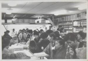 年末の店内の様子(昭和30年代)